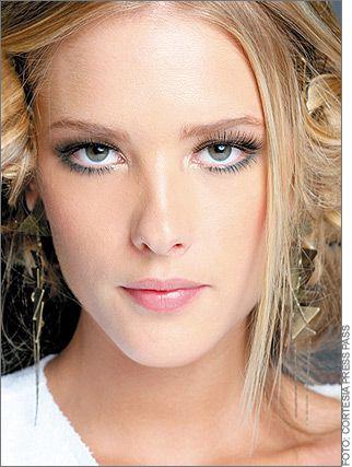 Google Image Result for http://www.make-up-course.org/uploadfile/2011/0119/bridal-makeup-2.jpg