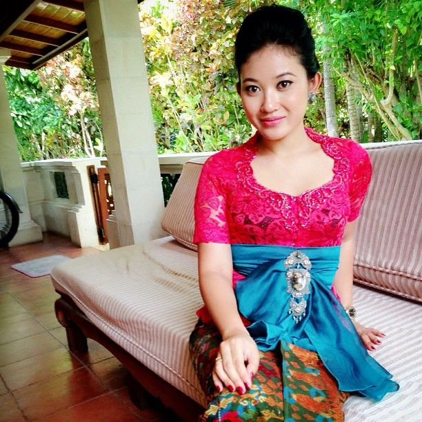 Indo Nesian Tradisi Onal Medicine Suruhan Obat: Cantik Kebaya, Bali, Indonesia