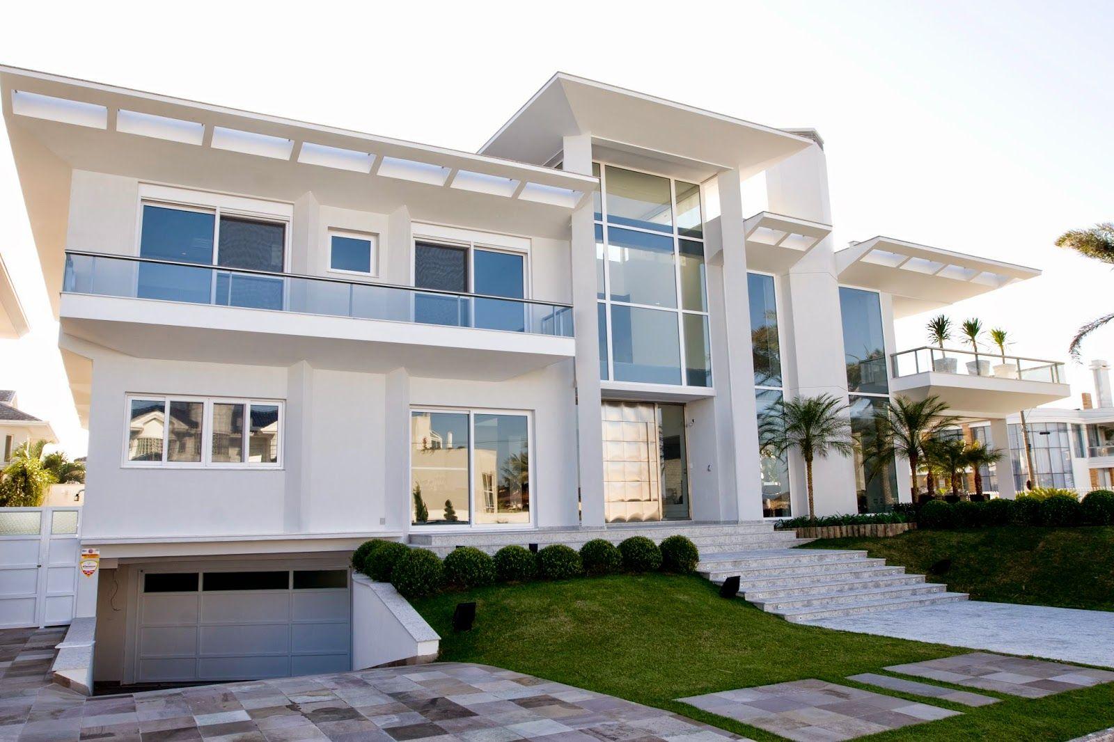 Fachadas de casas com escadas na frente veja entradas for Casas modernas pintadas