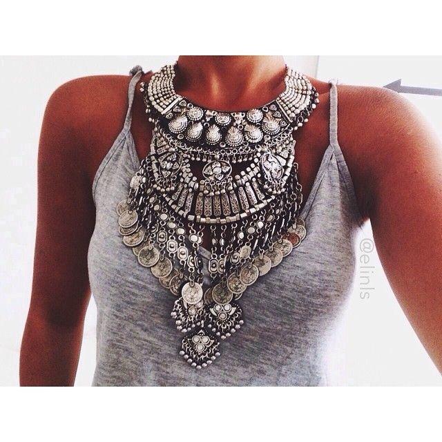 http://www.allyandashley.com/necklaces.html                                                                                                                                                      Más