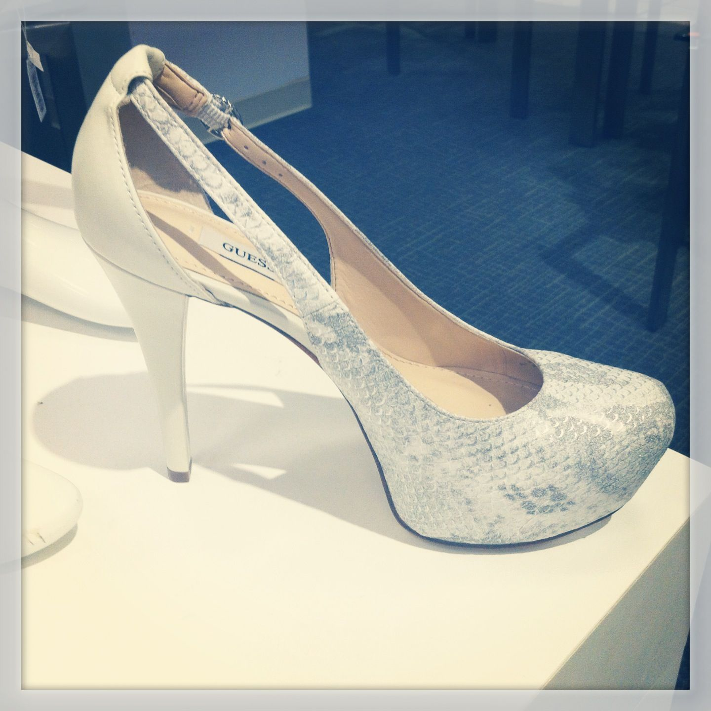 MUST HAVE ADORABLE WHITE GUESS HEELS - SO CUTE!