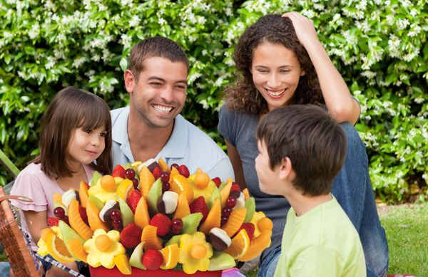 Family get-togethers are instantly sweeter with a fruit bouquet from Edible Arrangements. #picnic #centerpiece #dessert