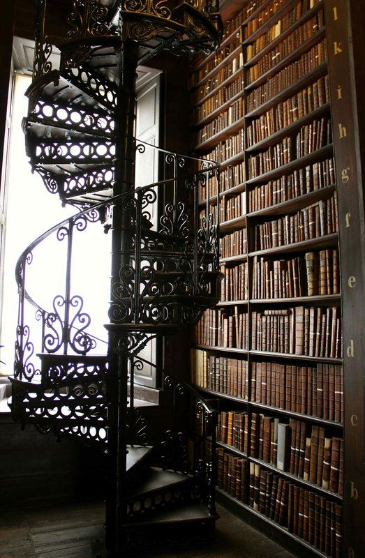hogwarts in dublin old library trinity college treppen in 2018 pinterest bibliothek. Black Bedroom Furniture Sets. Home Design Ideas