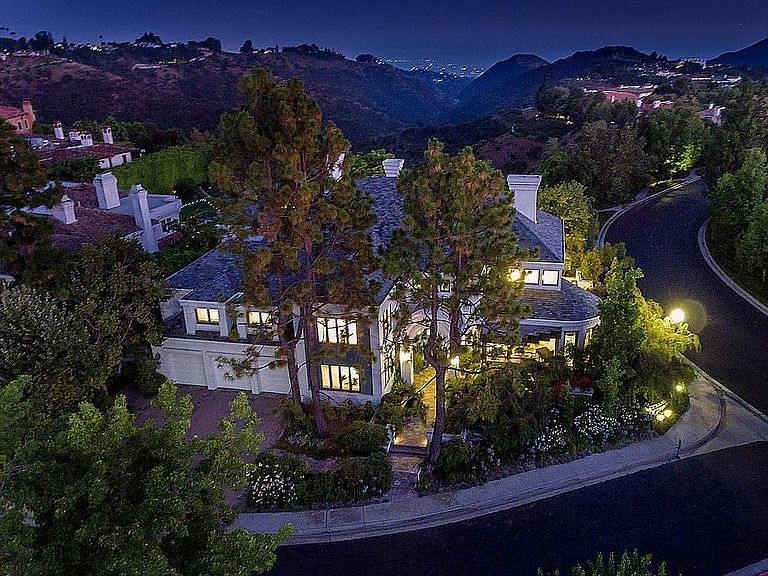 2496 Lancelot Ln Los Angeles Ca 90077 Mls 20552632 Zillow American Style House Zillow 2 Story Foyer
