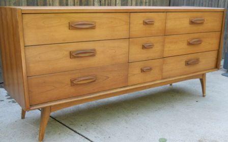 Best United Furniture Company Low Dresser Mid Century Modern 640 x 480