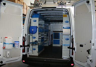 Renault master con allestimento misto nuovo usato ecco un for Allestimento furgoni wurth