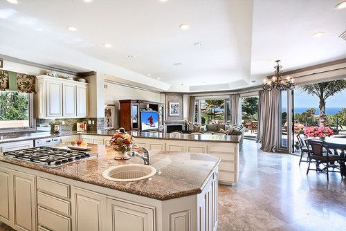 I Love The Sitting Area In Kitchen.not Wild About Cabinets