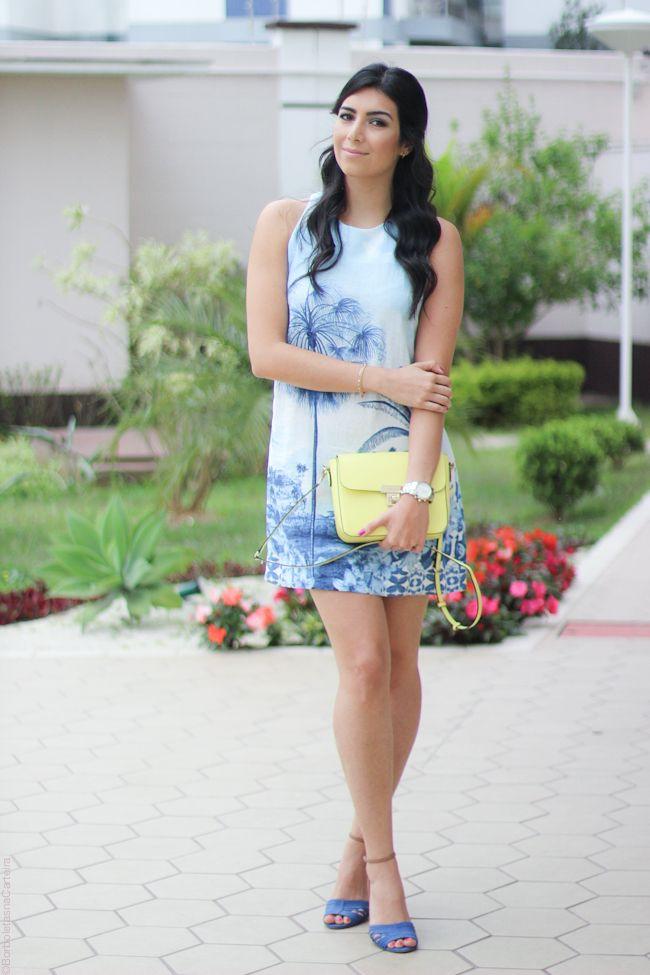 look do dia vestido azul estampa farm bolsa amarela arezzo moda fashion estilo streetstyle borboletas na carteira-9