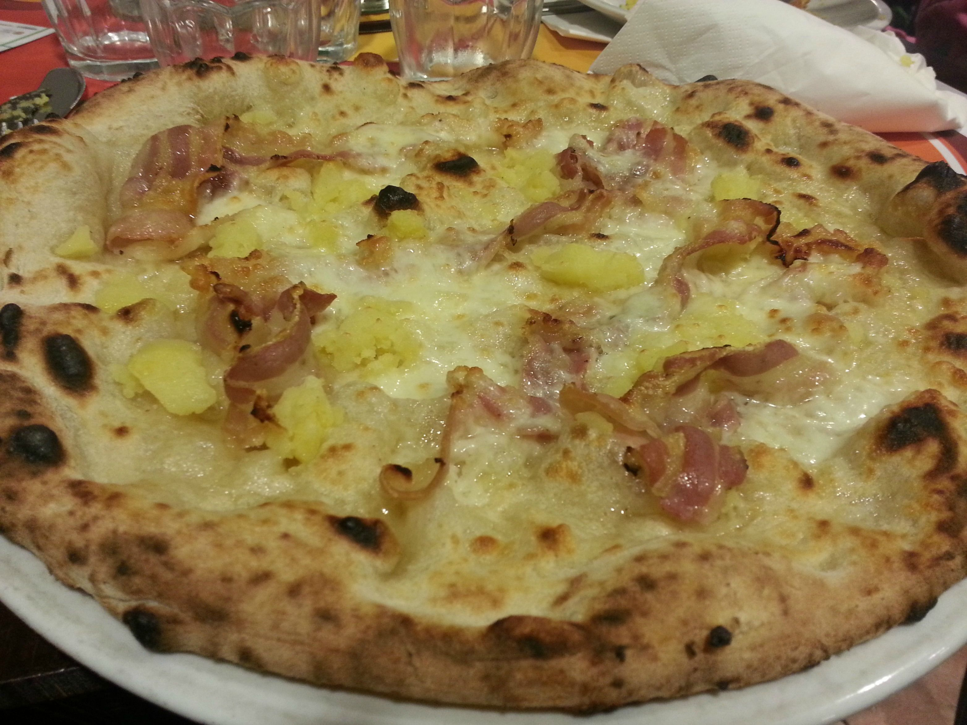 Turismo Em Roma Pizzeria Tonda Food Hawaiian Pizza Pizza