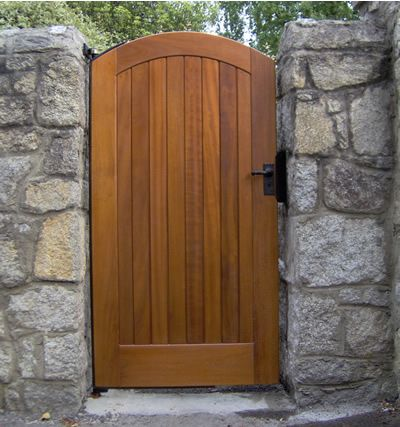 Building Wooden Gates Is Not Difficult And Even The Simplest Design Can Look Good Description From Ko Wooden Side Gates Building A Wooden Gate Backyard Gates