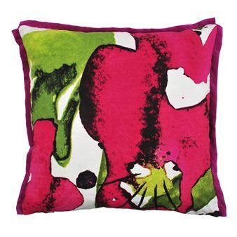 Det färgstarka Styvmorsviol kuddfodral är designat av Linda Svensson  Edevint för det svenska varumärket Mairo. Kuddfodralet är tillverkat i  bomull och linne ... e9894228bdfdc