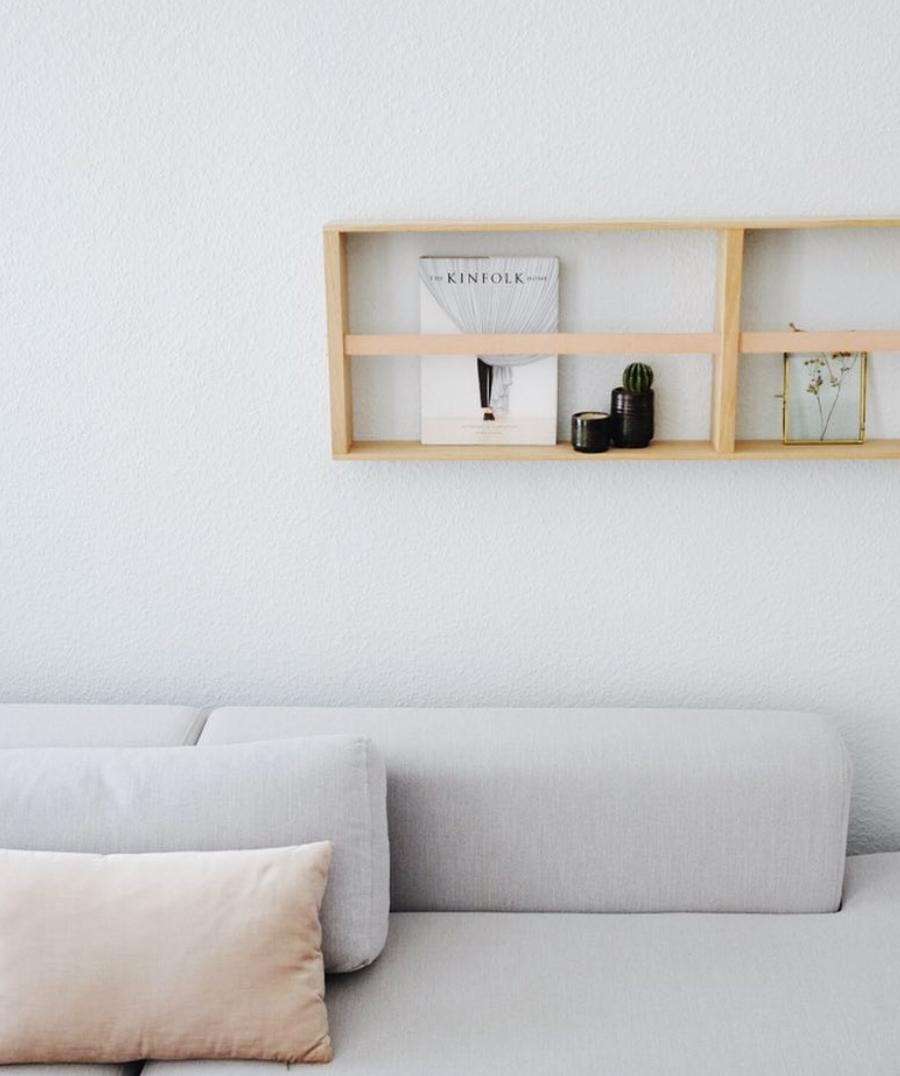 Wohnzimmer Deko In Natürlichen Farben: Grau, Beige Und Holz Für Ein Pures,