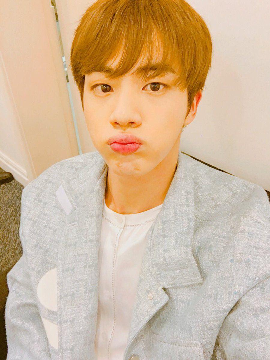 Jin ❤ [BTS Tweet] Pouty Seokjinnie~ #BTS #방탄소년단