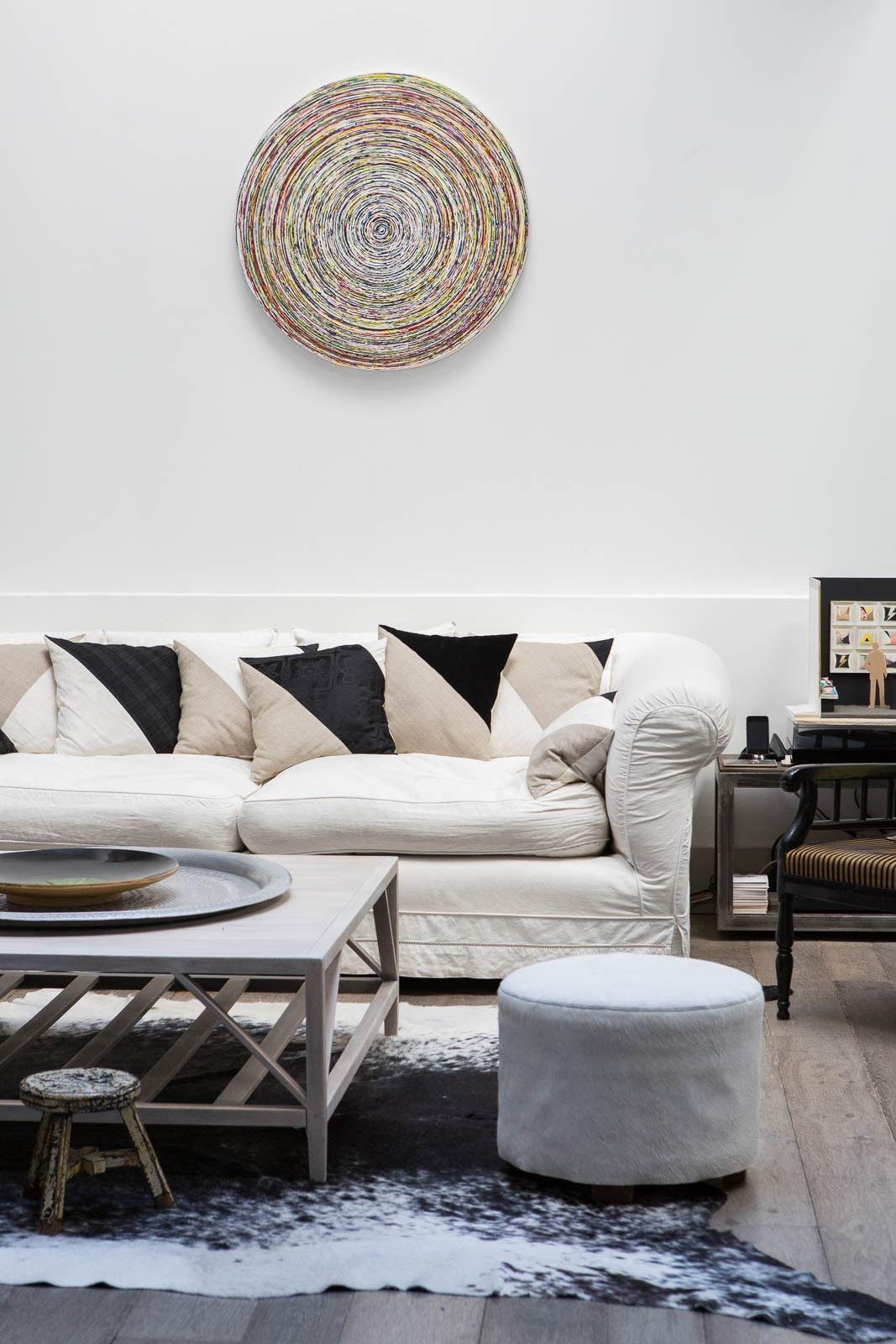 Ambiance Noir Blanc Au Salon Avec Des Coussins In Dits  # Dessin Meuble Tv Bois Pin Avec Le Vus