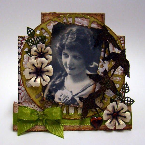 Scraps: Foldekort med blomster og fugle