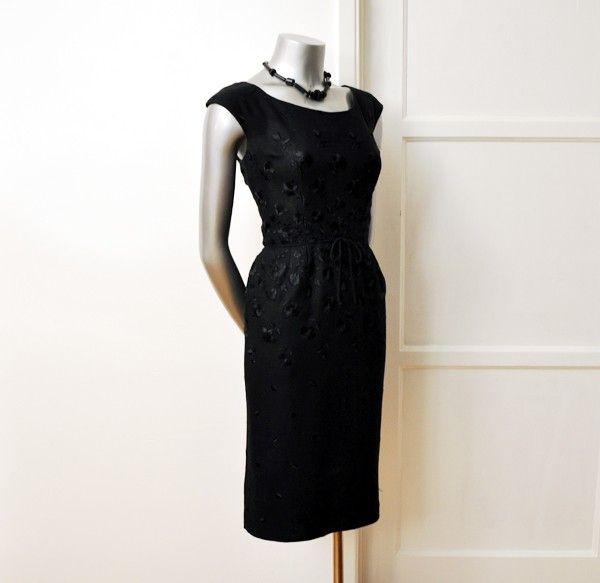 Elegant embroidered 1950s dress