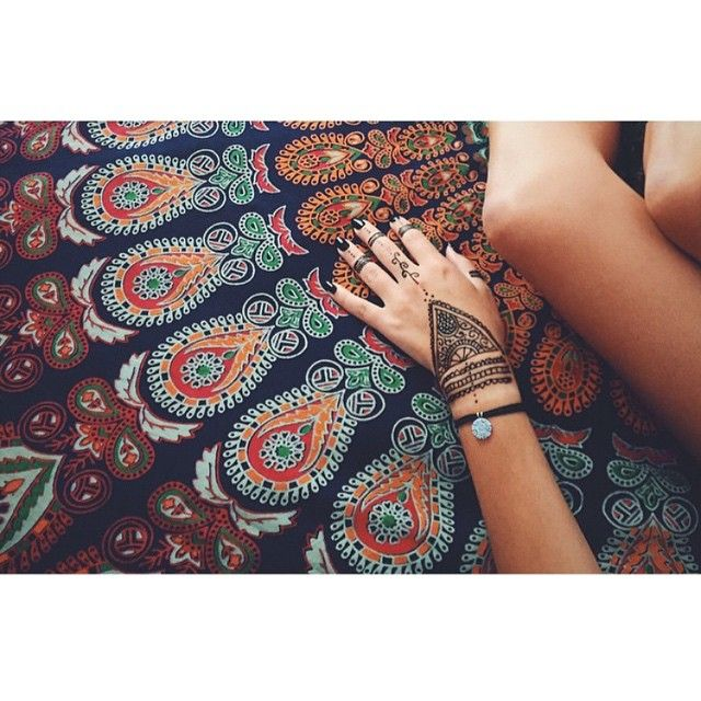 """""""My two loves... Henna and mandala vibes... ☪ we have some sample sale items available online now too! www.thebohemianspirit.com.au #mandala #hippy #hippie…"""""""