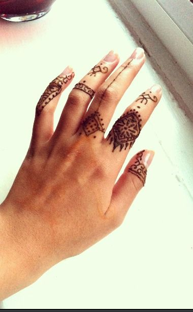 Hand henna tumblr google search henna pinterest for Henna tattoo fingers