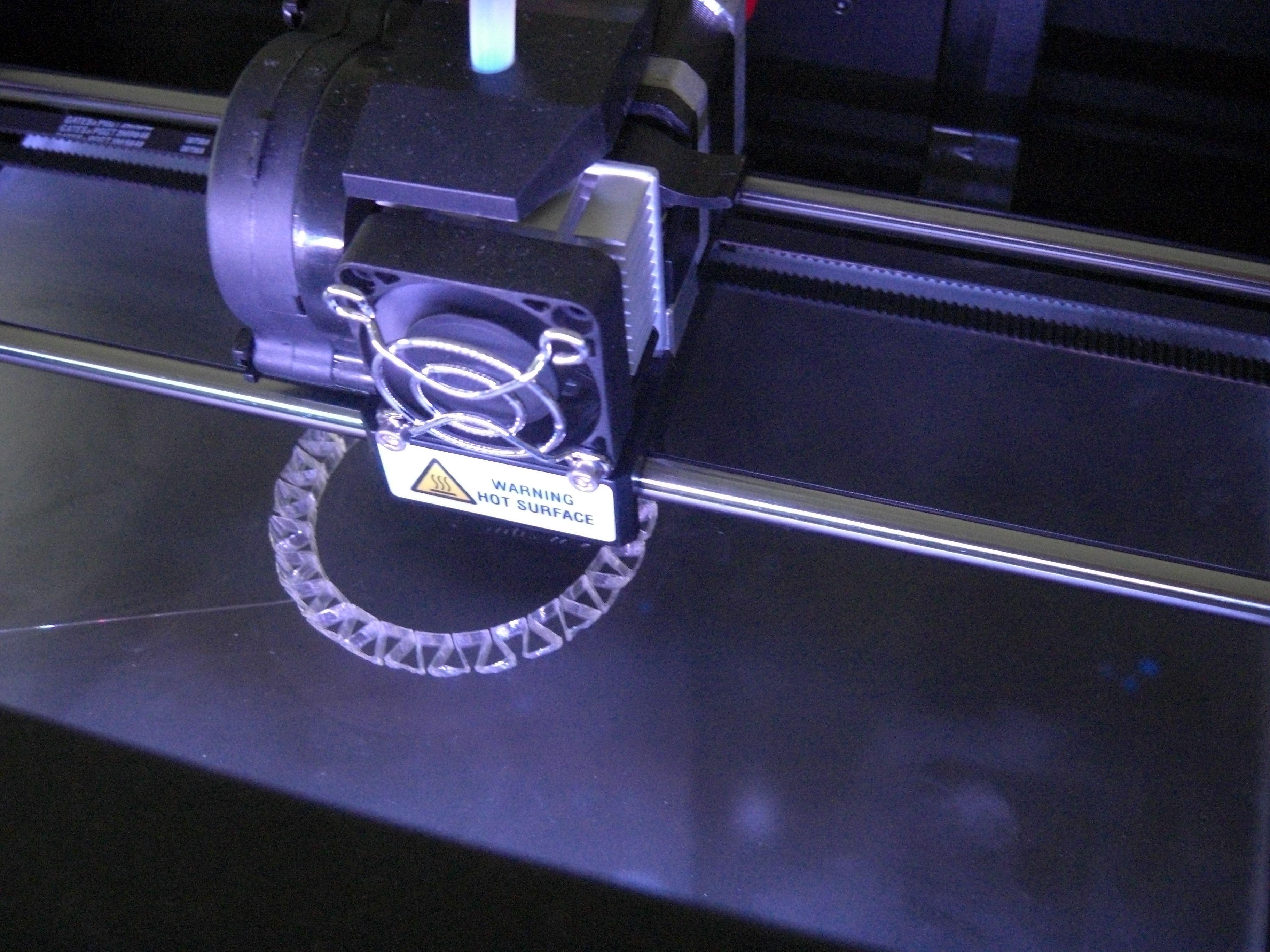 DMY-Festival - 3D-Drucker mini - Inside, printing plastic bracelet