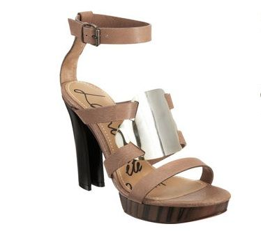 e284f586f54 Carrie Underwood s shoe in the