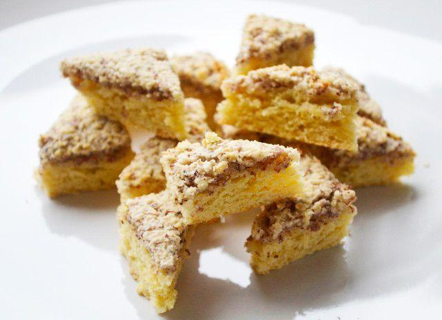 Eine leckere Mehlspeise die garantiert auch Backneulingen gelingt bereiten Sie mit diesem Rezept zu. Die Nussecken sind saftig und zart.