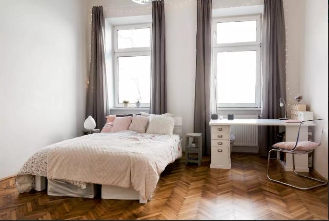 in wien gibt es viele sch ne wohnungen mit gem tlichen schlafzimmern dieses bild zeigt nur ein. Black Bedroom Furniture Sets. Home Design Ideas
