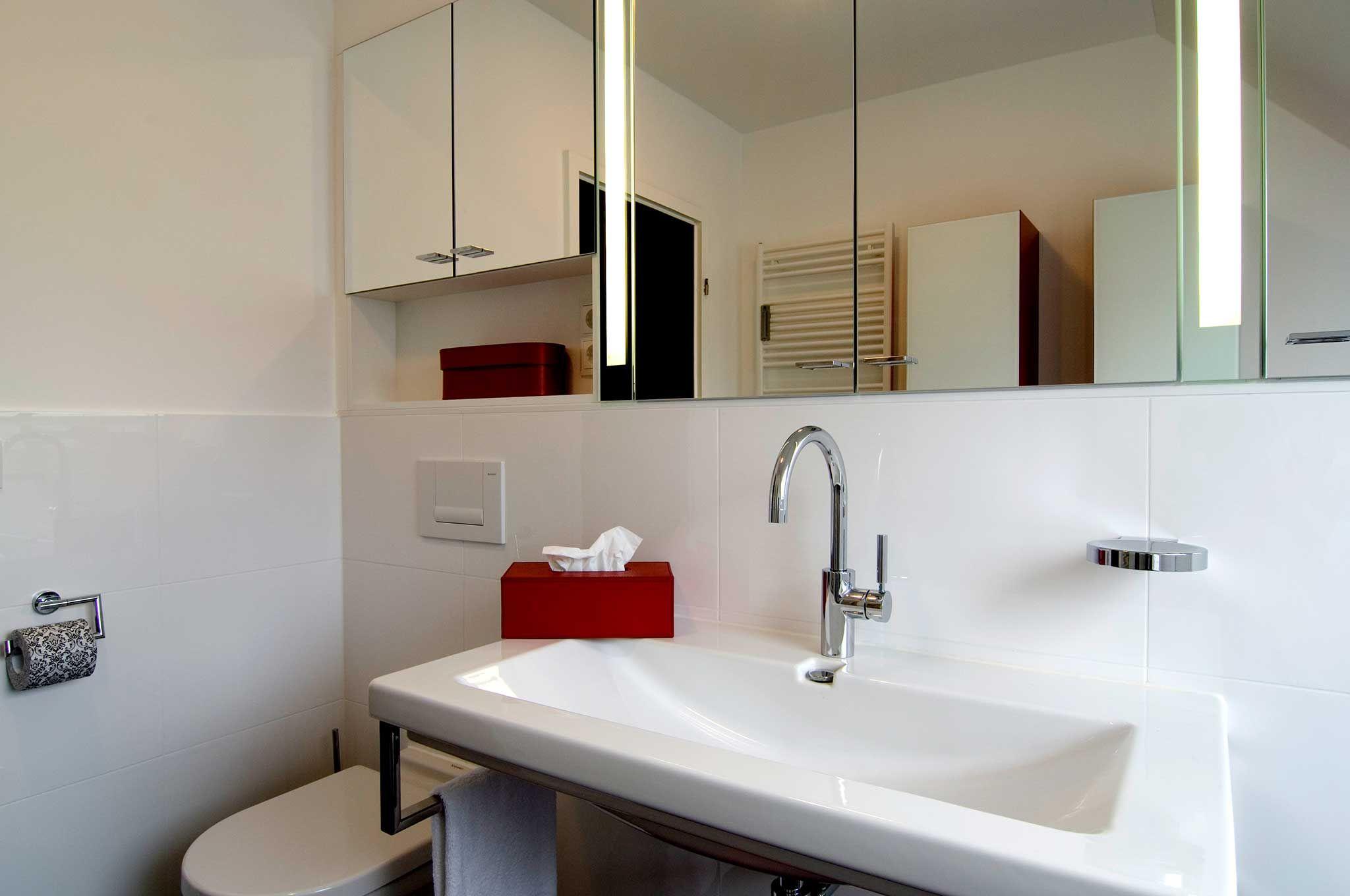 Badezimmer Spiegelschrank Dachschrage Badgestaltung