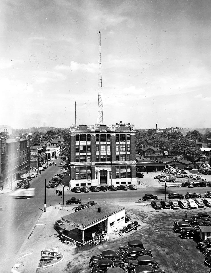 .Birmingham News Building with WSGN Radio tower in 1943