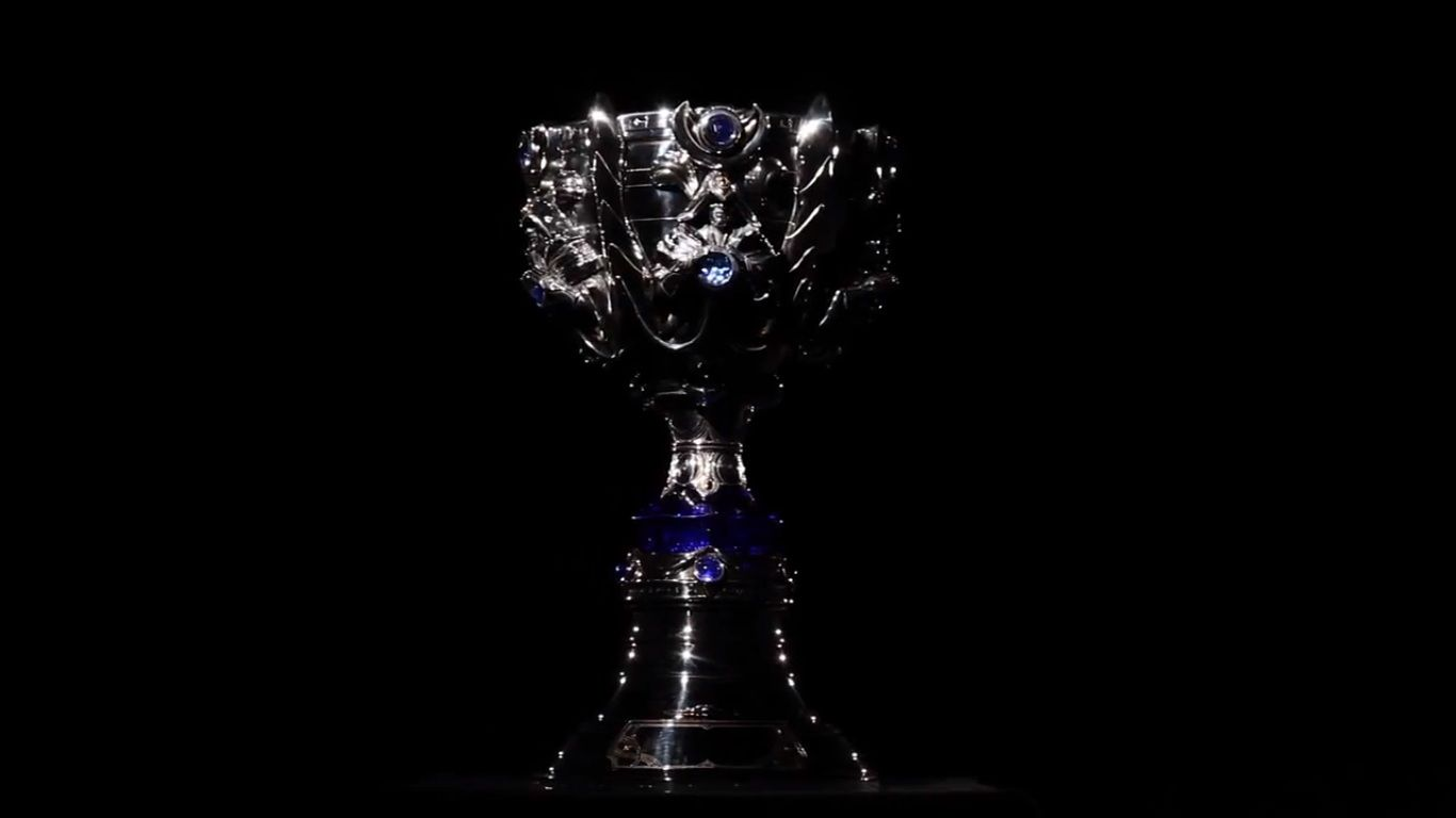 The Summoners Cup Awarded To The Winning Team Of The