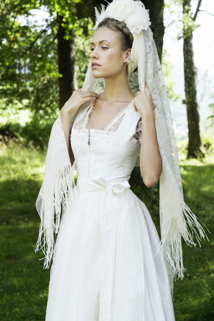 Langes Elgantes Seidenbrautdirndl Wedding Dress Styles Oktoberfest Bridal Style: Wedding Dress German Folk At Reisefeber.org