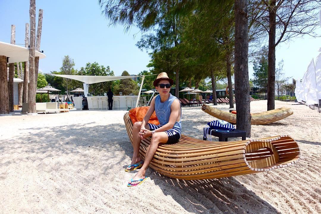 I arrived at my destination the rocking sun lounger next to the shore  #wanderlust #menswear #mensfashion #cute #vietnamboy #fashion #fashionista #ootd #streetstyle #travel  #streetfashion #style #menstyle #potd #fashionblogger #mensstyle #photooftheday #instafashion #beachwear #sosofitel #thailand #beach #holiday #huahin #lifestyle #instatravel #hotelview #sunbathing #summer #sharetravelpics by tdl_luan