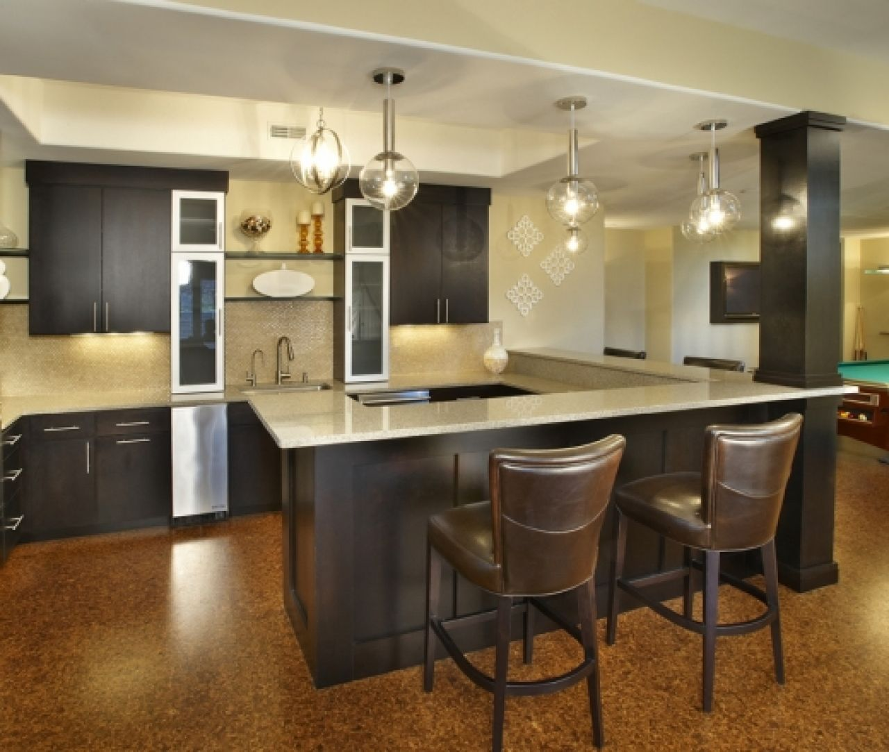 Beige And Black Kitchen Ideas: Amazing Designs Of U-Shaped Kitchen : Attractive UShaped