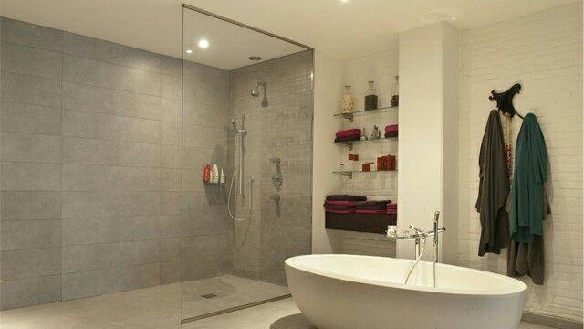 Douche met betontegel badkamer in badkamer