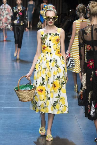 a8f5d4c6019 Dolce   Gabbana Spring 2016. See every stunning look on Vogue.com
