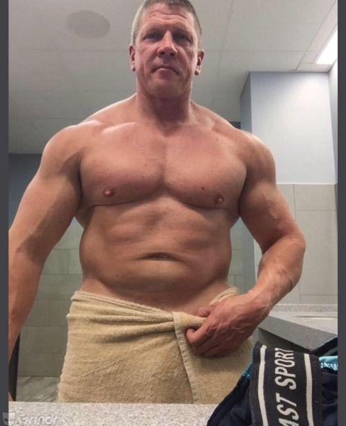 f23d2d1f47ccd3 Daddy's Bulge | Bulge in 2019 | Big men, Beefy men, Hot dads