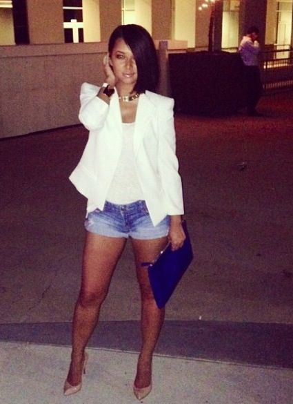 Denim shorts and white blazer with nude heels | (MODA) Shorts ...