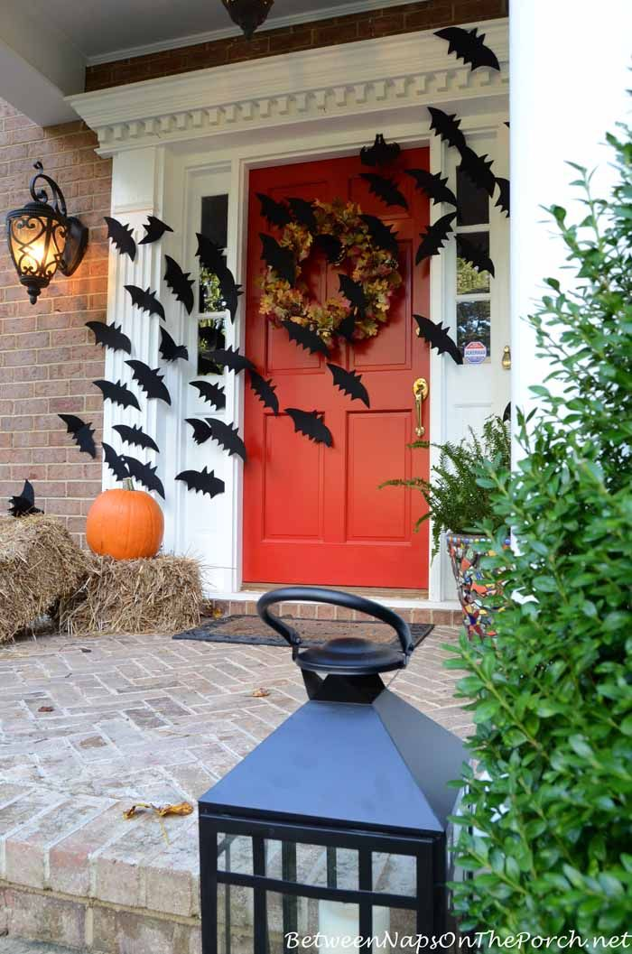 30 Stylishly Spooky Halloween Decorations The o\u0027jays, Paper and Wells - scary halloween house decorations