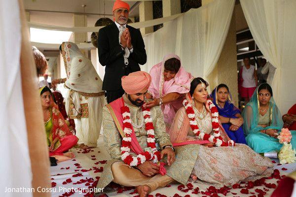 Red and white jaimalas http://www.maharaniweddings.com/gallery/photo/93076