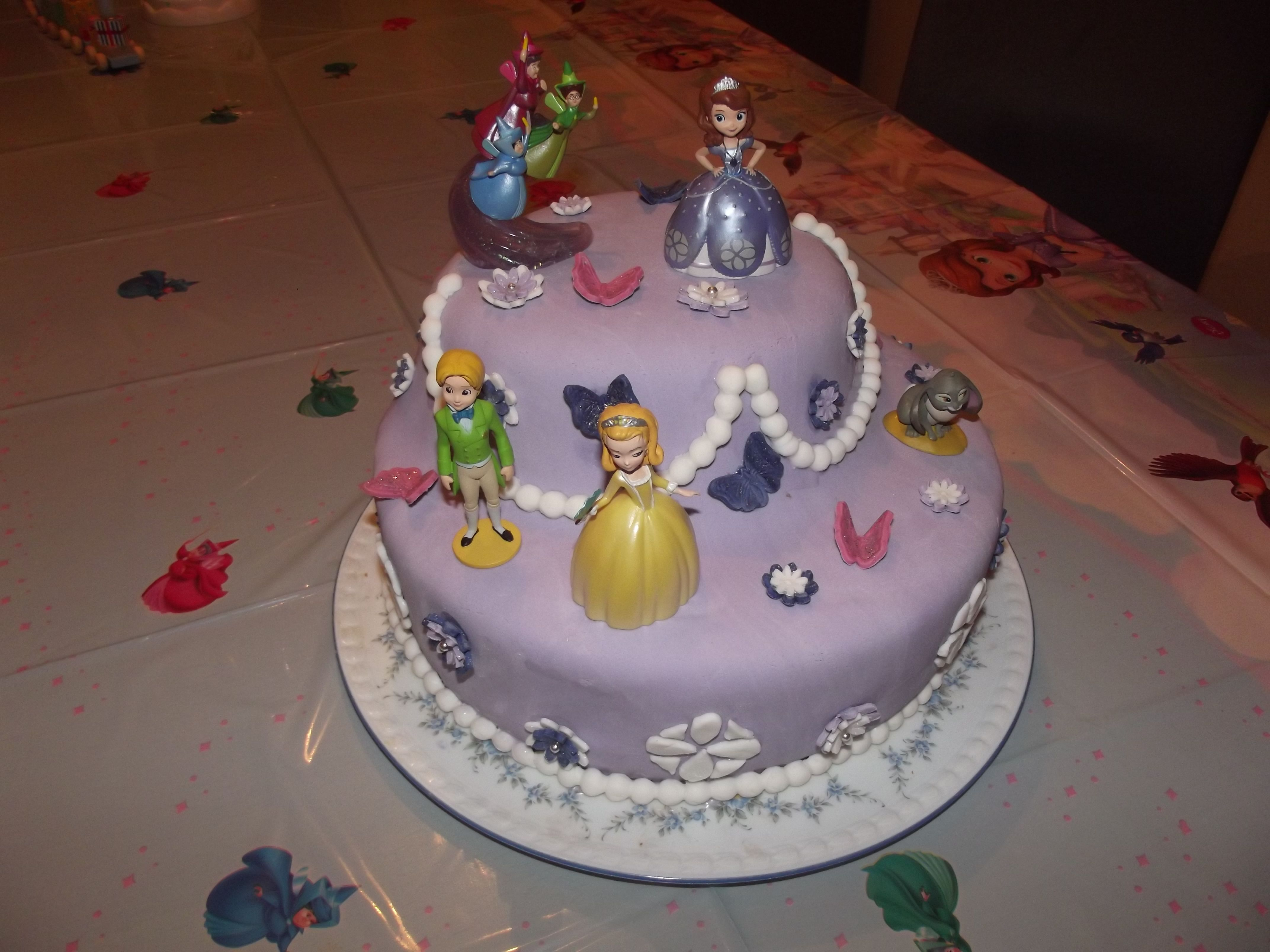 Prinzessin Sofia Die Erste Torte Mit Fondant Fondant Cakes By Me