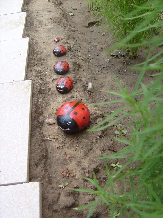 Como pintar piedras con forma de mariquita y tortuga - Como decorar macetas de barro ...