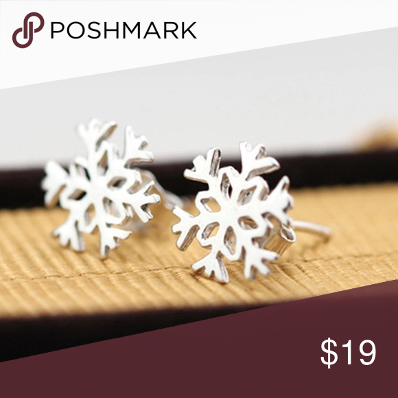 Snow flake studs High quality silver plated studs. Jewelry Earrings