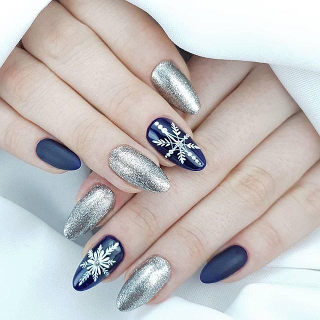 dunkelblaue und silberne Winternägel, Schneeflockennagelentwürfe, Winternagelentwürfe #nailart #winternails