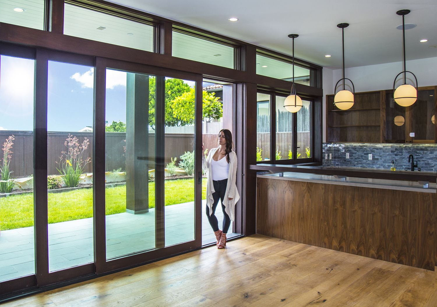 Gotta Love A Pocketing Multi Slide Door Creating An Open Space In This  Kitchen! #BifoldDoors #SlidingDoors #LuxuryHome #IndoorOutdoorLiving  #LuxuryLifestyle ...