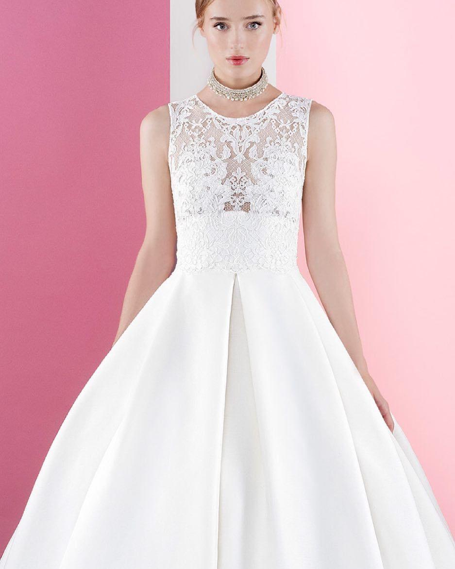 Love the coolness of #jesuspeiro Sei inspiriert von den tollen 2017er Modellen #seiinspiriert #verlobung #braut #engagement #bridal #couture #designer #dressoftheday #instabride