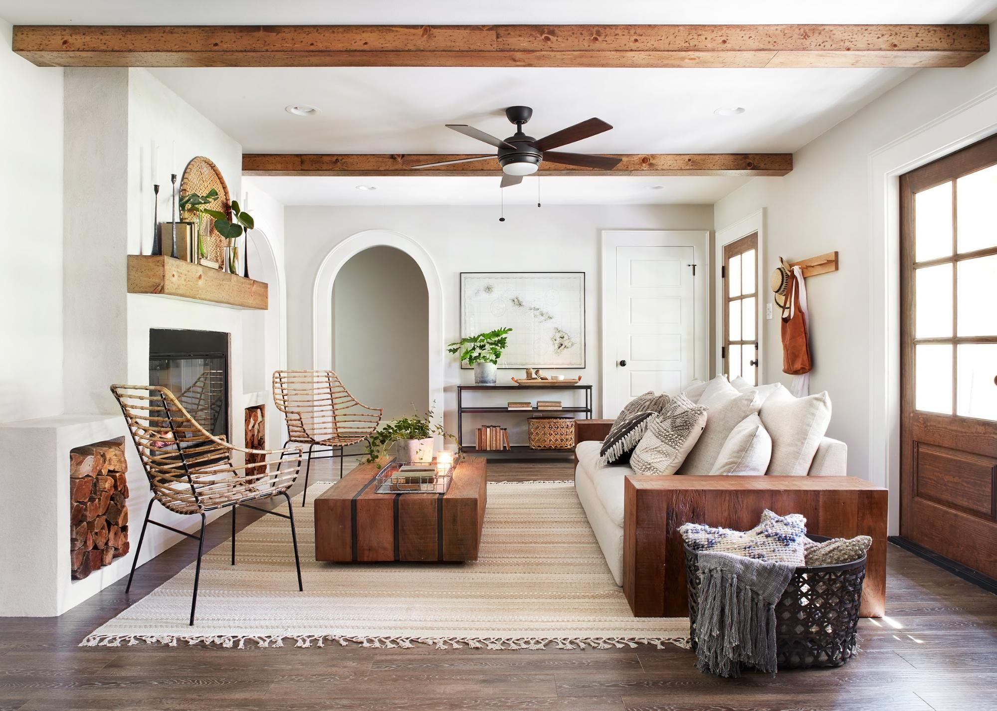 fixer upper season 5 episode 3 ivy house chip joanna gaines in 2019 living room. Black Bedroom Furniture Sets. Home Design Ideas