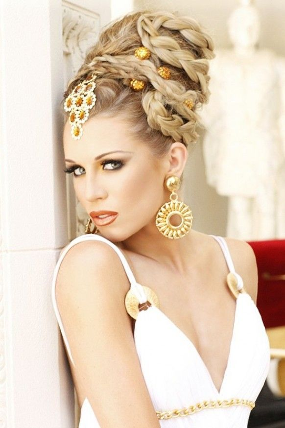 Great elaborate updo with braiding Coiffure mariage
