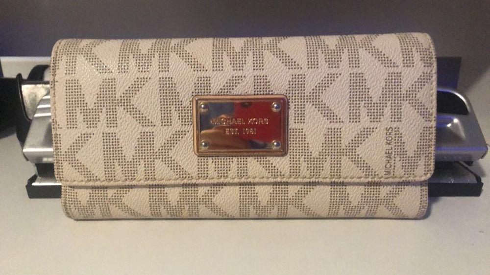 Details About Michael Kors Jet Set Mk Logo Vanilla Leather Checkbook Wallet Msrp With Images Leather Checkbook Wallet Checkbook Wallet Wallet