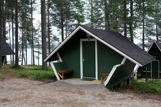 Ranuanjärven leirintäalue sijaitsee noin 5 km Ranuan eläinpuistosta.