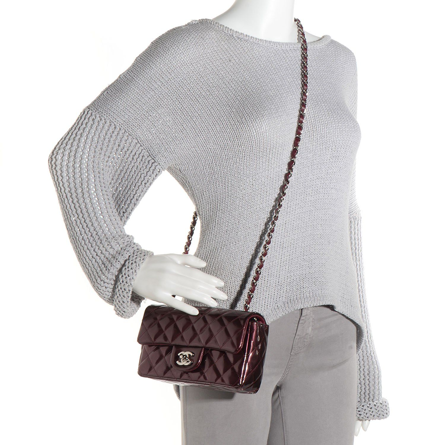 58ca7ca11424 This is an authentic CHANEL Striated Patent Quilted Rectangular Mini Flap  in Burgundy. This stunning