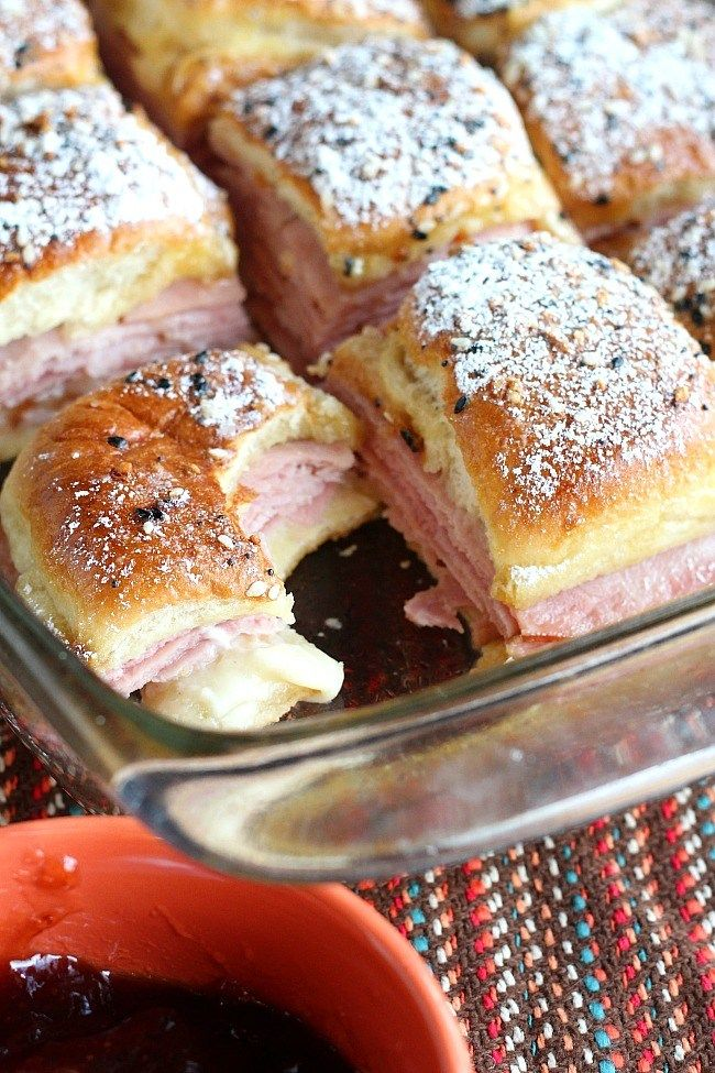 Easy, cheesy Monte Cristo Sliders. If you're obsessed with Hawaiian roll sliders like we are, these will be a great new addition to your list. Honey ham and Swiss cheese pack these sliders, then they're baked with a delish egg topping. Afterwards, you sprinkle with powdered sugar and dunk in jam. YUM! via @DashOfEvans #FridayNightDinner #GilmoreGirls #breakfastslidershawaiianrolls